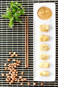 Frittierter Seidentofu mit Erdnussdip