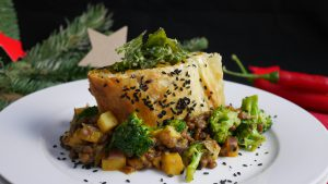 Curry aus Linsen und Pastinaken mit Kürbisstrudel