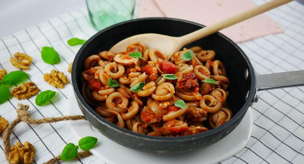 Walnuss-Pilz-Bolognese mit Pasta